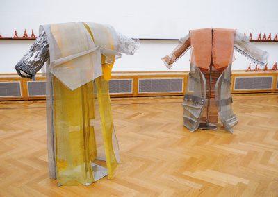 Iron coat en Key coat bij expositie Non-Crossovers in galerie Pulchri Studio, Den Haag