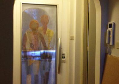 Liftdeur met gaasfiguren - woning Zuid Horn