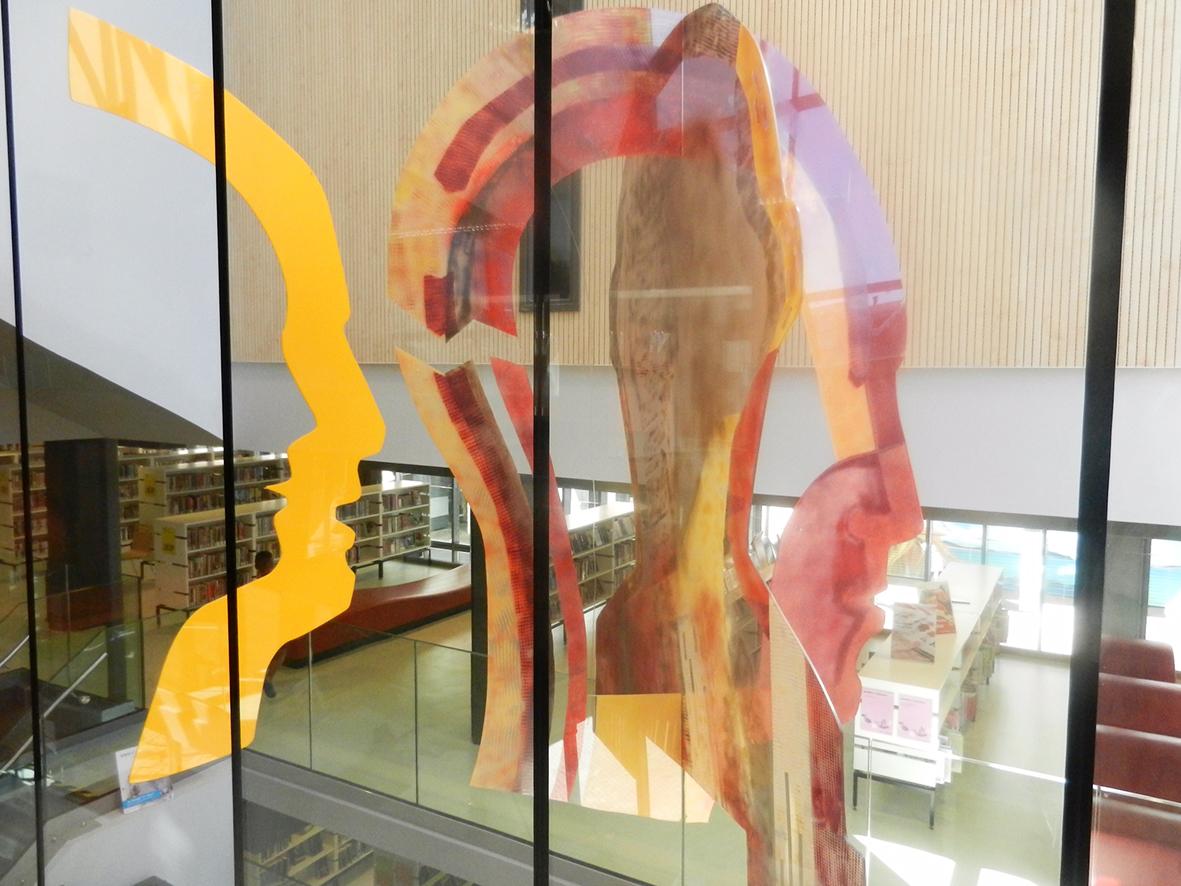 Theatraal - plexiglas gezichten - hangend object